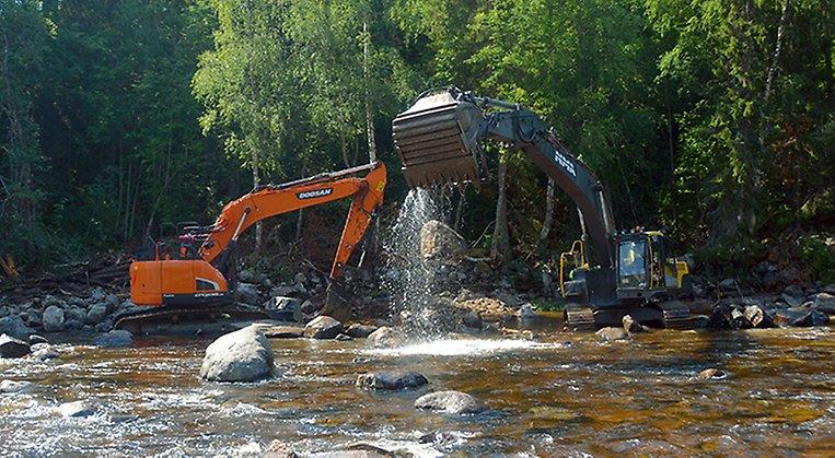 Restaurering av vattendrag i Lögdeälven. Arkivbild.